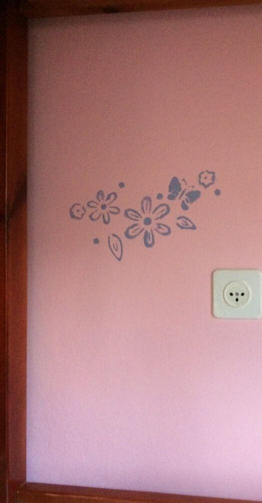 Painted wall decor for girl's room in Neve Yaakov, Jerusalem