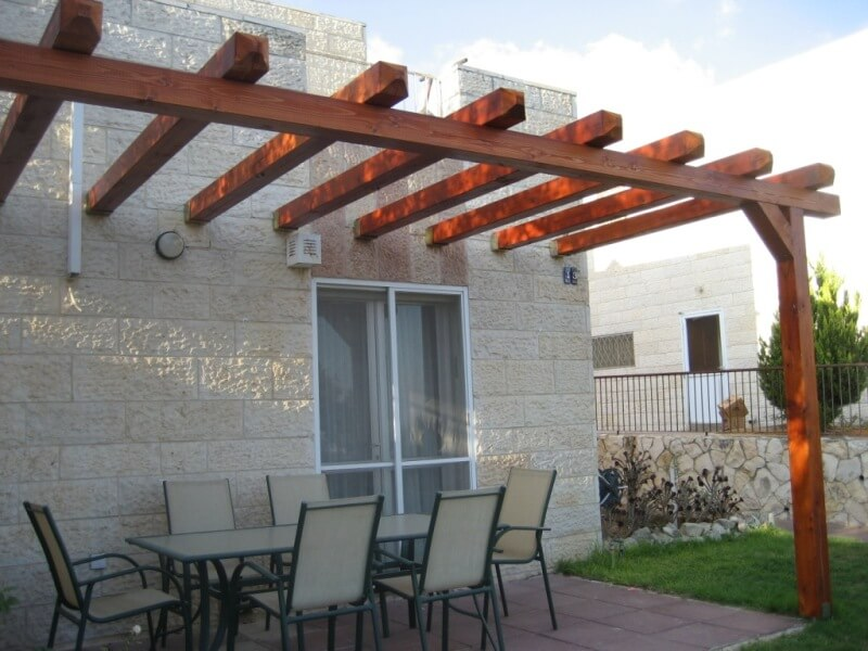 Simple pergola in Efrat